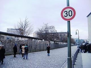 wall-700250_640